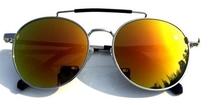 Las gafas ovaladas ayudan a suavizar los rasgos. Foto vía Instagram: @fashsunglasses