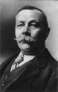 Arthur Conan Doyle. Foto realizada por Arnold Genthe en 1914