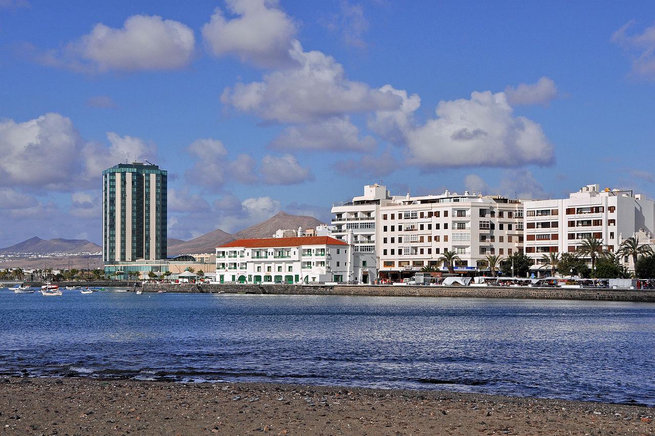 1280px-Lanzarote_Arrecife_R04