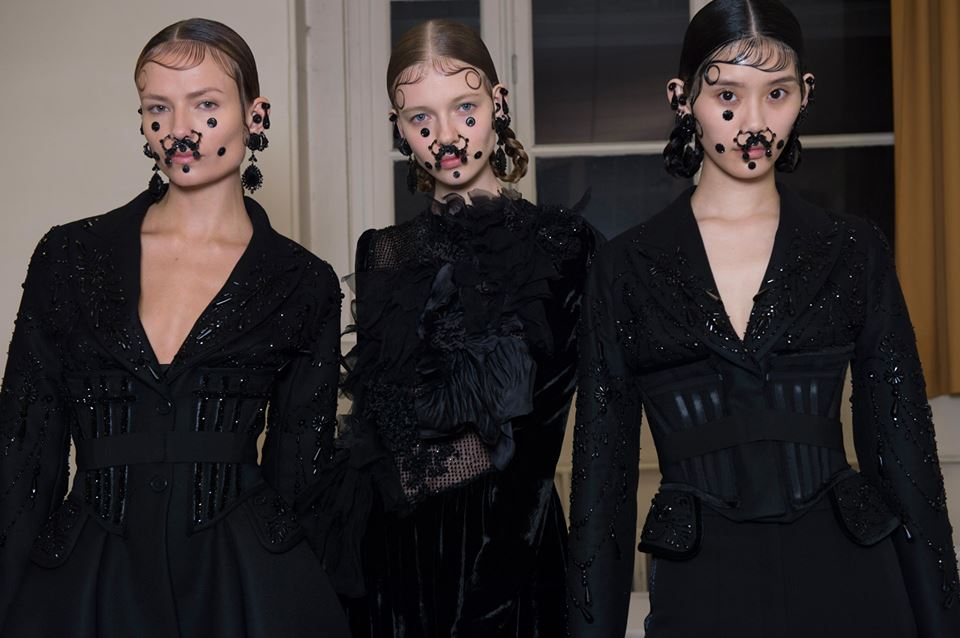 Backstage - Givenchy by Riccardo Tisci Fall Winter 2015 Women's Show
