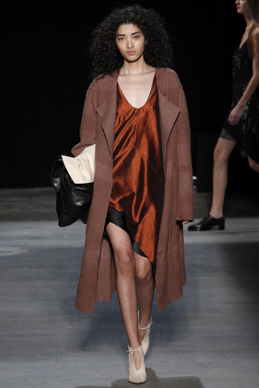 Narciso Rodriguez O/I 2016-2017 Foto vía Vogue runway